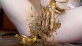 Extreme filthy scat woman inserting pepper in her pussy full of shit xxx porn video